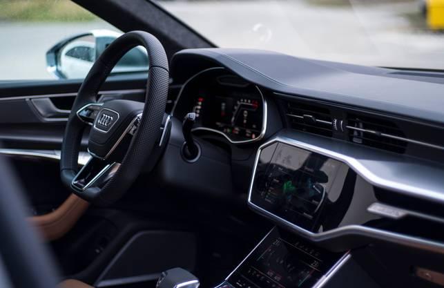 Das Interieur wirkt enorm hochwertig und solide verarbeitet, so, wie man es von Audi erwartet - auch wenn die Ingolstädter diesem Anspruch in der Vergangenheit nicht immer gerecht wurden.