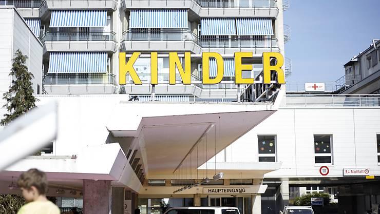 Ein Arbeitskonflikt am Zürcher Kinderspital ist eskaliert: Die Verantwortlichen reichten Strafanzeige wegen Drohung gegen einen ehemaligen Herzchirurgen ein.