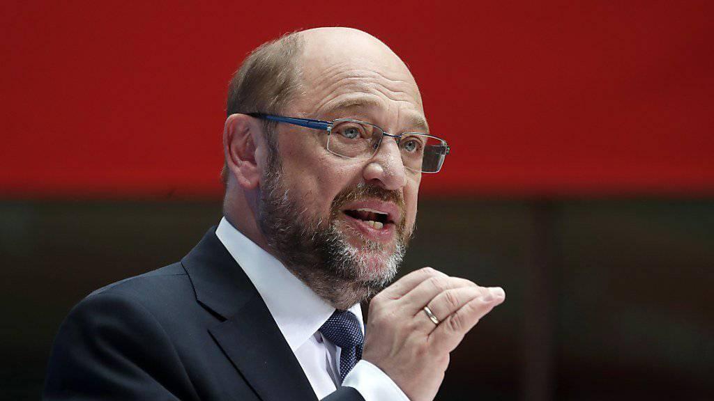 Nach anfänglichen Traumwerten schwand die Zustimmung für SPD-Kandidat Schulz in den Umfragen kontinuierlich: Er und seine Partei liegen abgeschlagen auf Platz zwei hinter Kanzlerin Merkel und ihrer CDU.