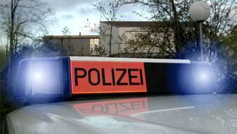 Noch hat das Polizeiauto einen festen Parkplatz vor dem Kapo-Posten in Laufenburg. Dieser Standort ist aber gefährdet. (Archiv)