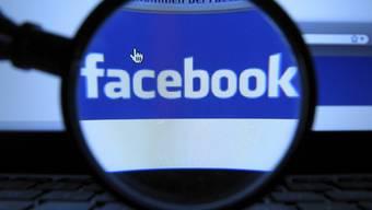 Die Facebook-Aktie kostet nur noch halb so viel wie beim Börsengang (Symbolbild)