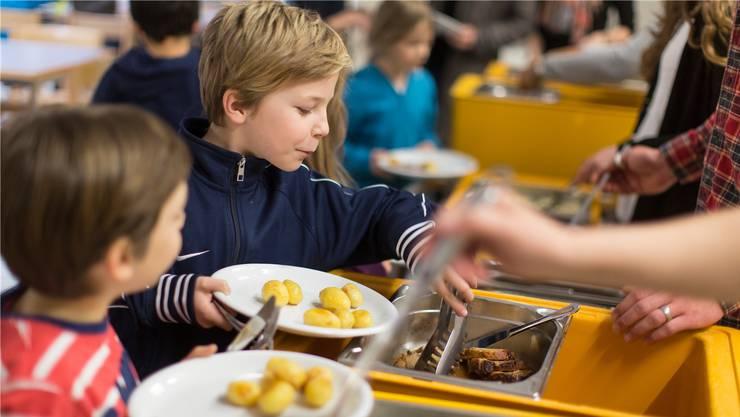 Heute gibt es in Aarau Mittagstisch-Angebote. Essen einige Kinder künftig in der Tagesschule?