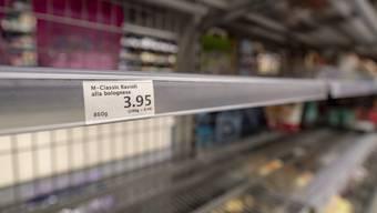 Manche Produkte werden immer noch gehamstert. Ansonsten hat sich die Situation aber verbessert.