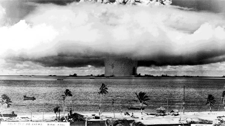 Die Wucht einer Atombombe könnte auf einen Schlag Hunderttausende Menschen töten. Hier der Test einer US-Bombe 1946 über den Marshall-Inseln im Pazifischen Ozean.American Stock