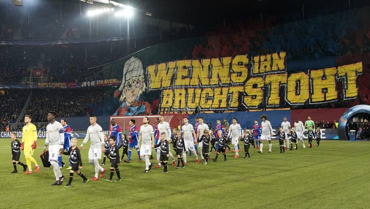 Noch so gerne würde Basel-Stadt vom europäischen Höhenflug des FCB (hier gegen Manchester United) profitieren. Der Plan geht nur bedingt auf.
