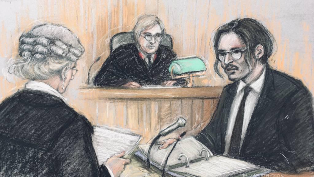 ILLUSTRATION - Diese Gerichtsskizze von Elizabeth Cook zeigt Johnny Depp, Schauspieler aus den USA, bei seiner Anhörung in seiner Verleumdungsklage gegen den Verlag der Boulevardzeitung «The Sun». Foto: Elizabeth Cook/PA Wire/dpa