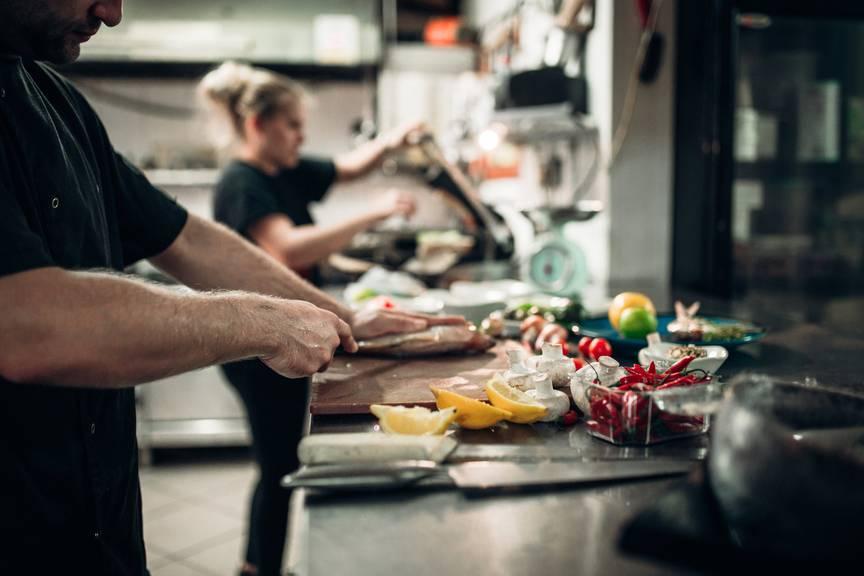 Während den Ferien die Hektik einer Restaurantküche zu erleben, kann sehr sinnvoll sein.