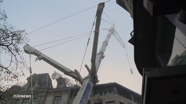 Mega-Kran repariert Baukran am Zürich HB