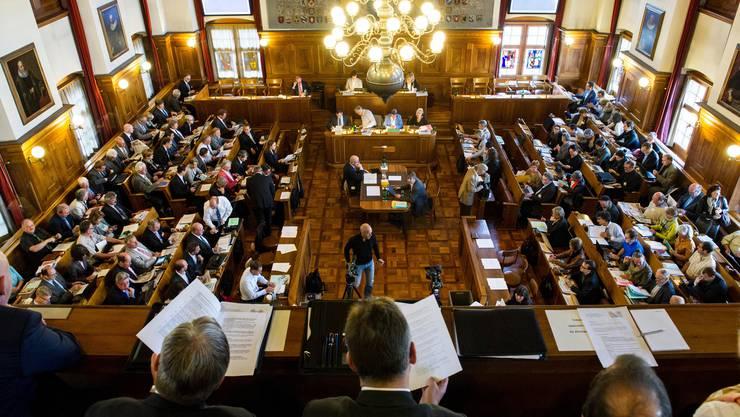 Was ist eine angemessene Vergütung für ihre Arbeit? Zürcher Kantonsräte bei einer Debatte.