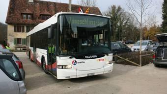 Unterwegs: Der «Zämeschluss-Bus» als Shuttle in die Klosterscheune ist mager besetzt. (Bild: Roman Huber)