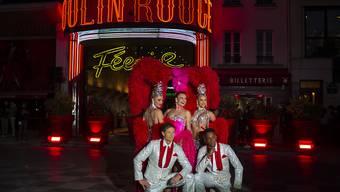 Mit einer grossen Show und Feuerwerk hat das Moulin Rouge in Paris am Sonntagabend das 130. Jahr seines Bestehens gefeiert.