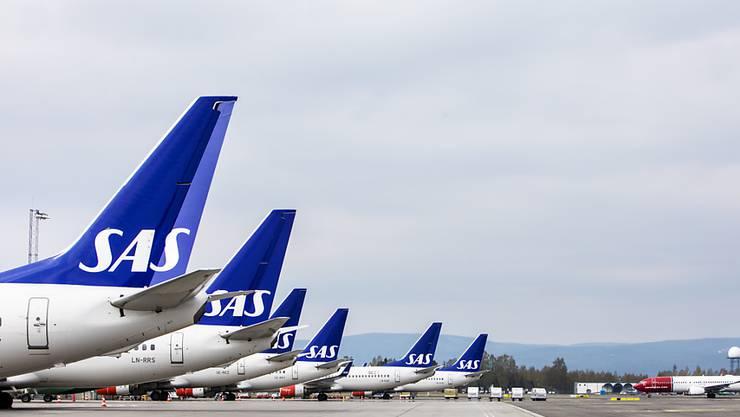 Parkierte Maschinen der skandinavischen Airline SAS am Flughafen in Oslo. (Archivbild)