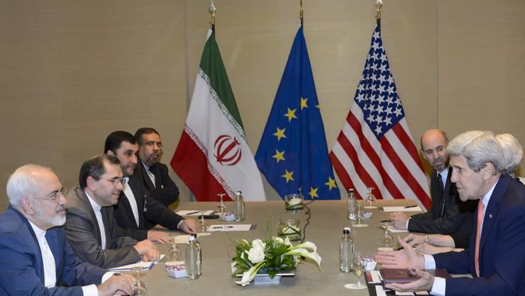 Atom-Gespräche zwischen den USA und dem Iran in Genf. Die Schweiz vertritt im Iran die diplomatischen Interessen der USA.
