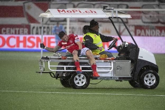 Grosser Schmerz: Dennis Hediger nach der Verletzung, die seine Karriere beenden sollte.