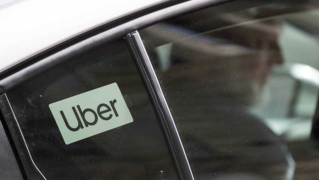 Der US-Fahrdienstvermittler Uber darf in Kolumbien vorerst nicht mehr tätig sein. (Symbolbild)