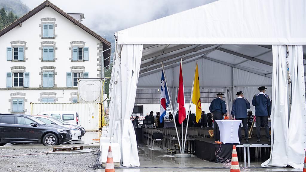 150 Gäste feiern den offiziellen Baustart beim Nordportal der zweiten Röhre in Göschenen.