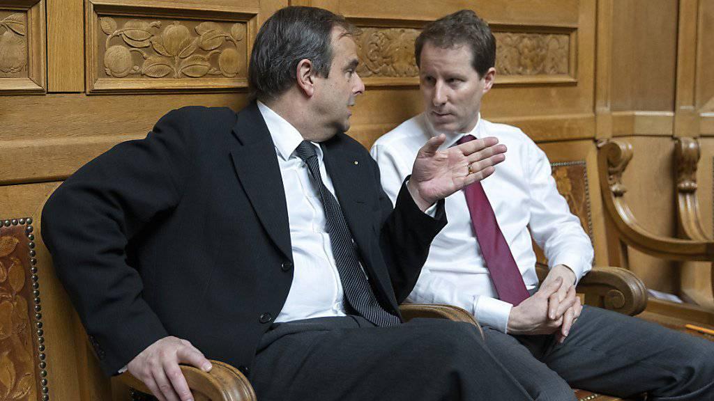 Erhalten viel Konkurrenz bei den Wahlen in ihrem Kanton: Gerhard Pfister (links) von der CVP und SVP-Nationalrat Thomas Aeschi wollen ihre Sitze in der grossen Kammer behalten. (Archivbild)