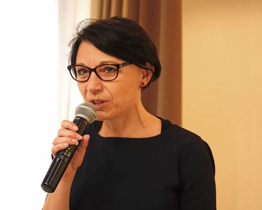 Yvonne Ferri, NR