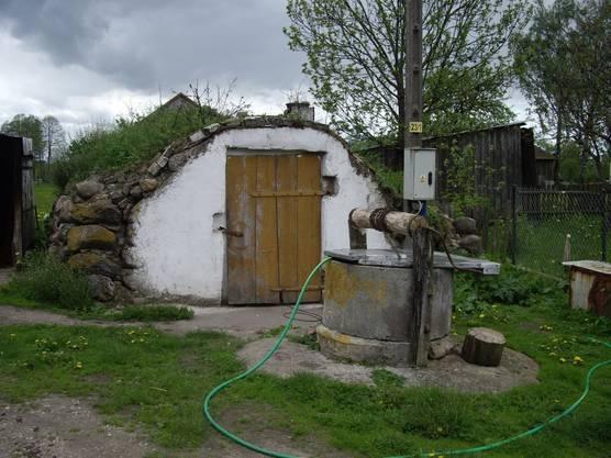 Vorratskeller und Wasserzisterne gehören beim Wigry-Parkwächter Piotr Malczenski zum Leben und Überleben.