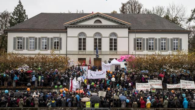 Aargauer Lehrerinnen und Lehrer protestieren gegen Sparprogramm des Kantons