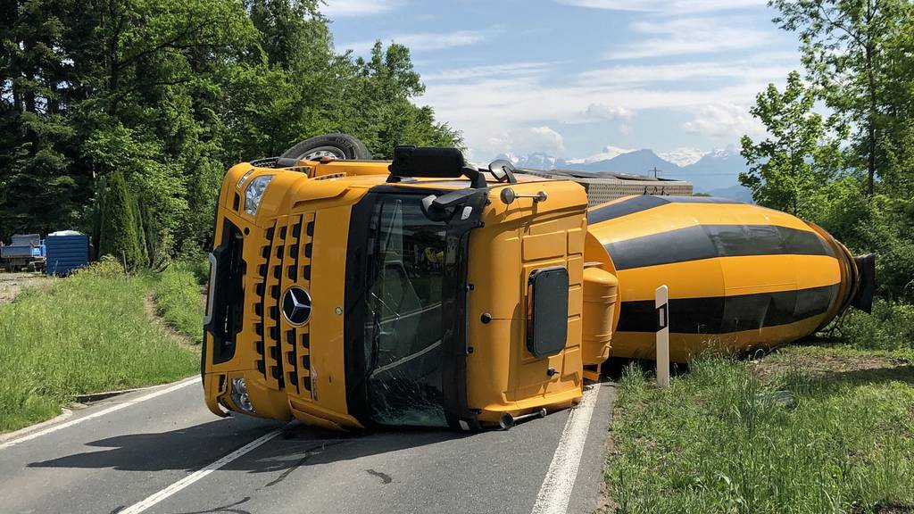 Umgekippter Lastwagen verursacht Stau