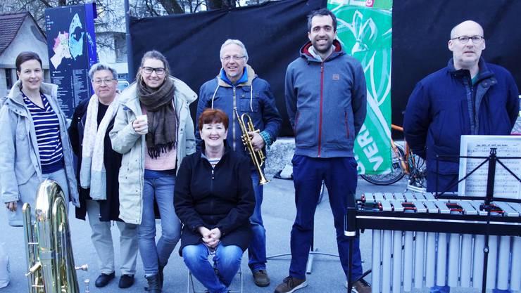 Die Grünen an der Chilegass (vl): Myriam Frey Schär, Beate Hasspacher, Anna Engler, Iris Schelbert-Widmer, Michael Neuenschwander, Raphael Schär, Walter Grob.