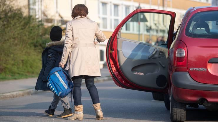 Eine Kampagne soll Kinder anspornen, den Schulweg unter die Füsse zu nehmen.