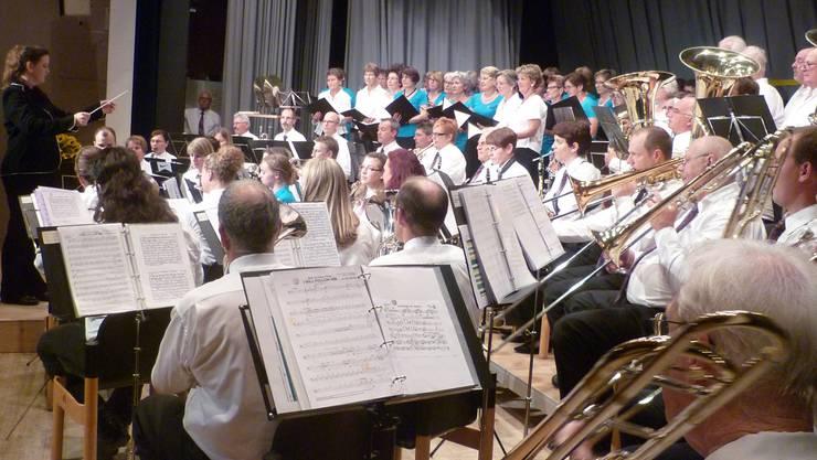 Über 100 Personen musizierten bei «Birmi in Concert» auf der Bühne.