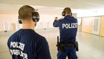 In Hitzkirch lassen elf kantonale Polizeikorps ihren Nachwuchs ausbilden; natürlich auch im Schiessen.