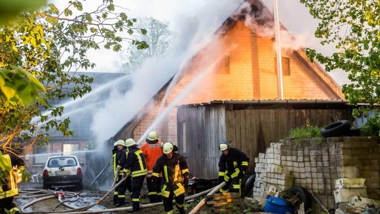 Beim Hausbrand in Böel im deutschen Bundesland Schleswig-Holstein kam ein fünfjähriges Mädchen ums Leben.