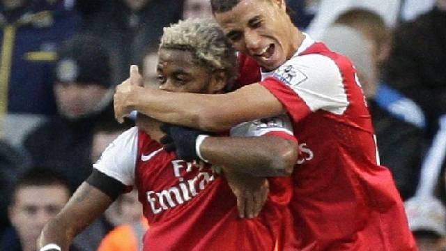Arsenals Song (links) traf zum vorentscheidenden 2:0