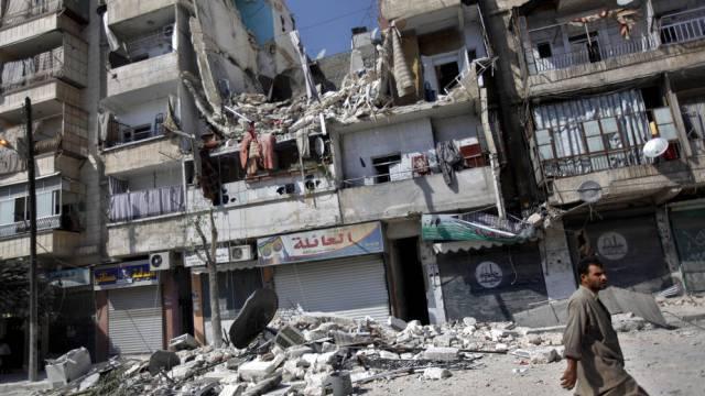 Nach Luftangriff: Zerstörtes Gebäude in Aleppo (Archiv)
