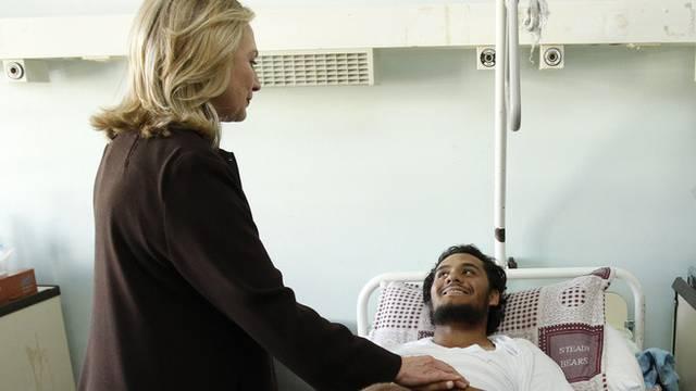 Hillary Clinton besuchte auch Patienten in einem Spital in Tripolis