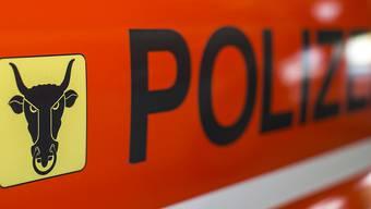 In Wassen im Kanton Uri ist es zu einem Verkehrsunfall gekommen, ein Motorrad und ein Personenwagen kollidierten. Drei Personen wurden leicht verletzt. (Symbolbild)