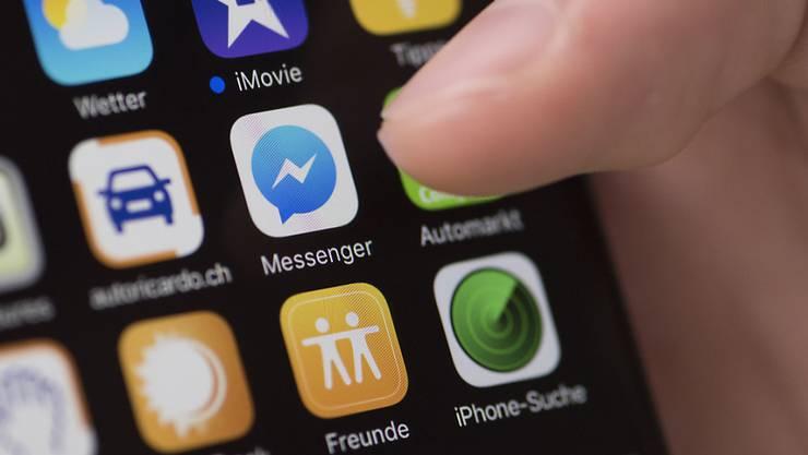 Über Chat-Dienste wie Messenger oder WhatsApp sollen künftig Überweisungen in der Facebook-Währung Libra ausgeführt werden können.