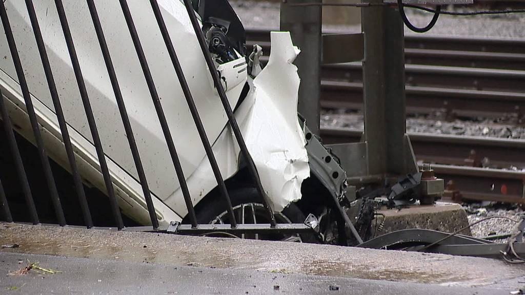 Heftiger Unfall: Fahrer oder Fahrerin haut einfach ab