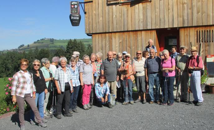 Gruppenbild der Dietiker Seniorinnen und Senioren bei der Alpwirtschaft Brunegg vom 12.September 2019 Zugerberg