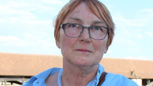 Marie-Elisabeth Nagel erhebt Anzeige gegen einen Jogger, der erst ihre Hündin Rhany und dann sie geschlagen und getreten hat.