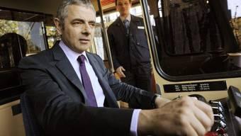 """Rowan Atkinson, alias """"Mr Bean"""" - hier 2011 im Führerstand der Dolderbahn - wird mit 62 noch einmal Vater."""