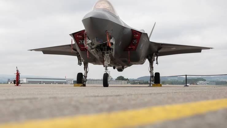 Ein Kampfflugzeug F-35A  von Lockheed Martin (USA) im Juni 2019 bei Tests in Payerne.
