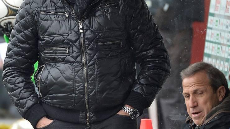 Grimmig blickt Christian Constantin (links), Sions Trainer Victor Muñoz mag nicht hinsehen. key