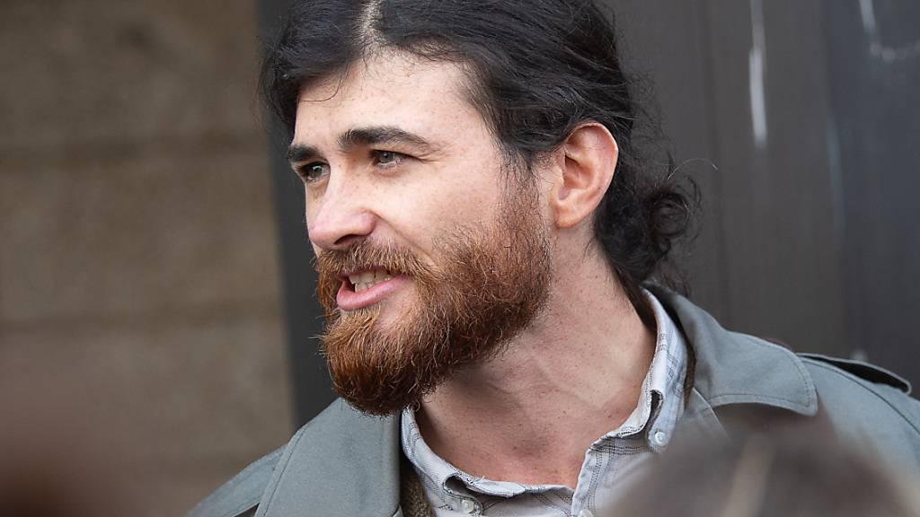 Der Angeklagte Franco A. vor Beginn eines Prozesses wegen der Vorbereitung einer schweren staatsgefährdenden Gewalttat. Foto: Sebastian Gollnow/dpa