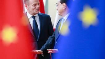 Der chinesische Ministerpräsident Li Keqiang (rechts) im Gespräch mit EU-Ratspräsident Donald Tusk in Brüssel