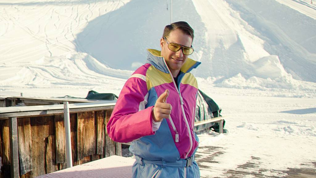 Dario Cologna im 80ies-Skidress
