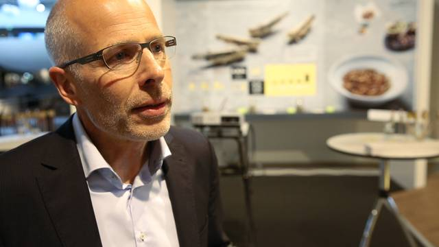 Umweltarena-Geschäftsführer Jörg Sigrist sagt, was Insekten essen mit Umweltschutz zu tun hat, und wie ihm persönlich die Tierchen schmecken.