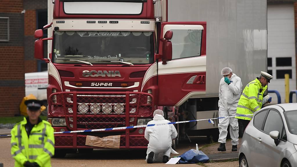 ARCHIV - Nach dem Fund von 39 toten Vietnamesen in einem Kühllaster hat ein britisches Gericht zwei Männer wegen Totschlags und Menschenhandels verurteilt. Foto: Stefan Rousseau/PA Wire/dpa