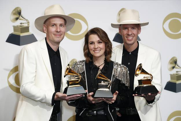 Tim Hanseroth (L), US singer Brandi Carlile, and US singer Phil Hanseroth (R): Best Americana Album, Best American Roots Performance und Best American Roots Song.