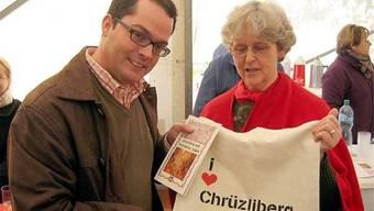 Ruth Sulzer, Präsidentin des Quartiervereins Chrüzliberg, mit Stadtrat Roger Huber im Jahr 2008. (AZ-Archiv)