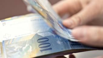 Im Auto des Angeklagten fand die Polizei 100-Franken-Banknoten. (Symbolbild)