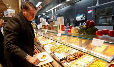 Bolsonaro Gibt Sich Am Wef Zahm Und Speist Im Migros Restaurant